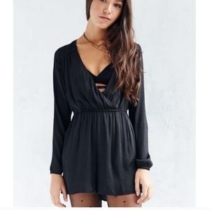 Alice & UO - Urban Outfitters Black Romper